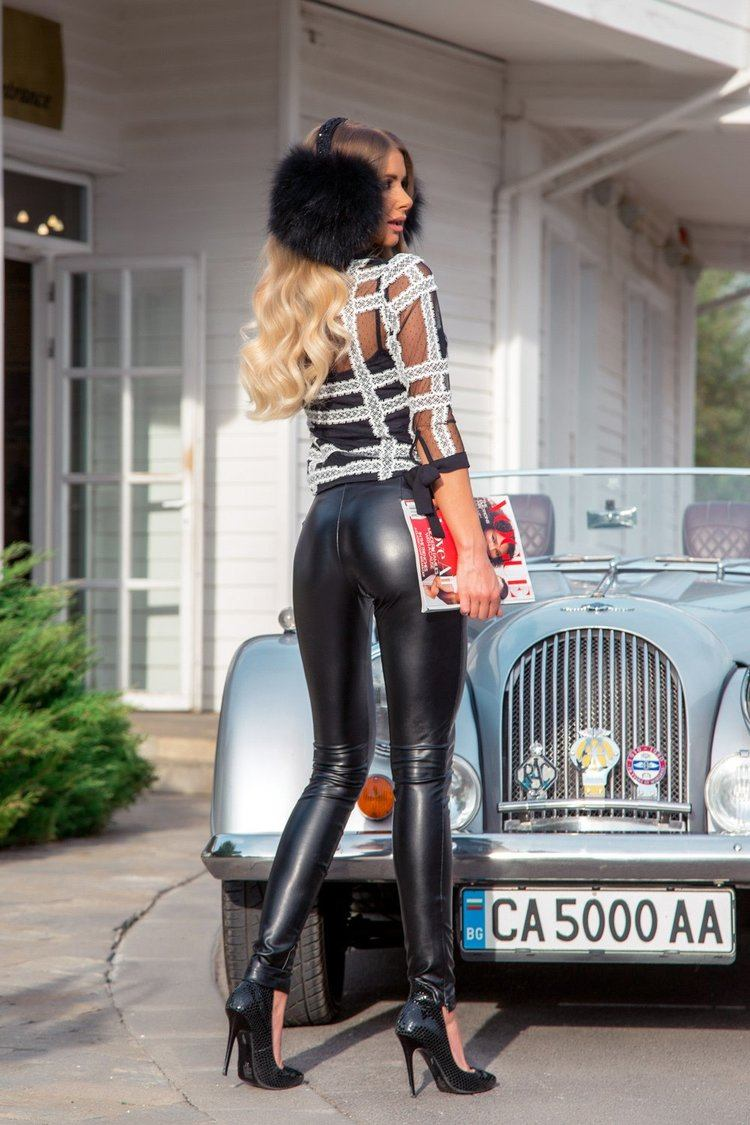 Alessa catwalk блузка от дантела - черна