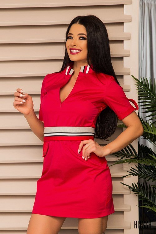Off duty - малиново червена рокля