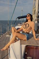 Alessa Luxury Logo T-Shirt - Nude - Изображение 5